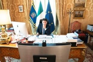 """Libia, Conte sente Haftar: """"Necessario cessate il fuoco immediato"""""""