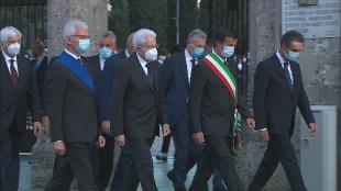 """Mattarella ricorda le vittime: """"Bergamo cuore di Italia ferita e che ha pianto, paese si inchina"""""""