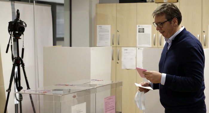 Serbia: tv, partito Sns Vucic vince con 63,4%