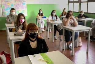 Cts: no mascherine a scuola se c'è distanza di un metro
