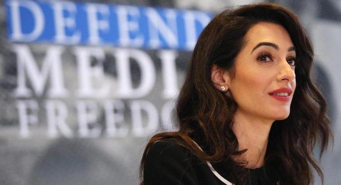 Brexit: Amal Clooney si dimette da consulente del governo Gb