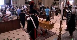 """Chiesa gremita per l'ultimo saluto a Don Roberto, il vescovo: """"Vive nella pace da martire"""""""