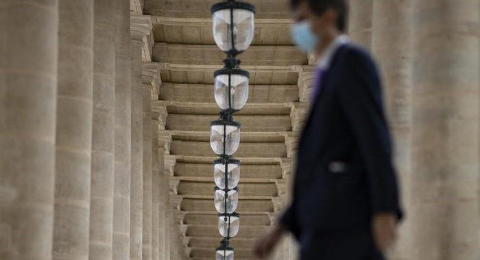 Coronavirus: Francia, contagi tornano sopra 10.000
