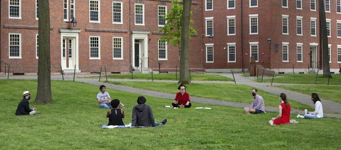Harvard non apre il campus, prima volta in 384 anni