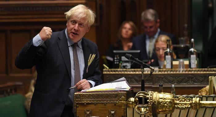 Johnson attacca l'Ue, minaccia dazi interni a Gb