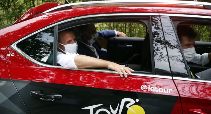 Macron al Tour de France,'eventi si svolgano se è possibile'