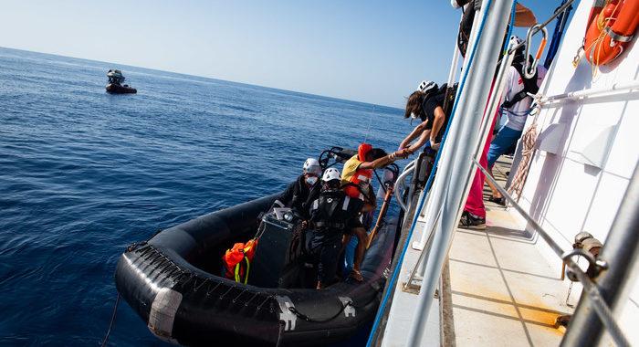 Migranti:Sea Watch, Italia ha bloccato nostro aereo Moonbird