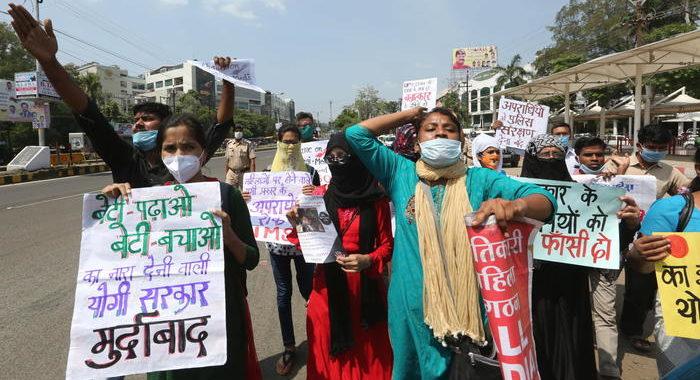 Ondata di proteste in India, 'giustizia per vittima stupro'