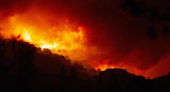 Usa: incendi bruciano California e Stati Pacifico nordovest