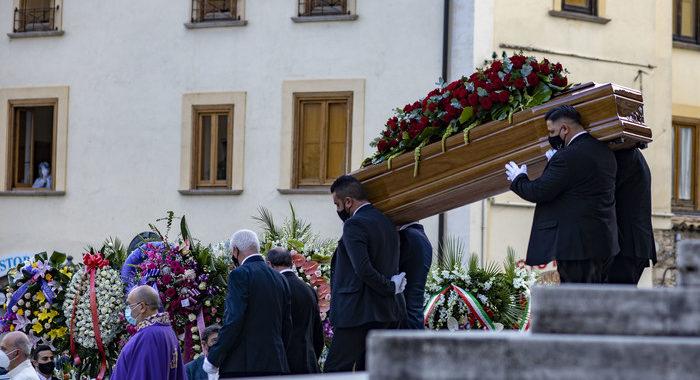 Addio commosso a Jole,Conte e Casellati ai funerali