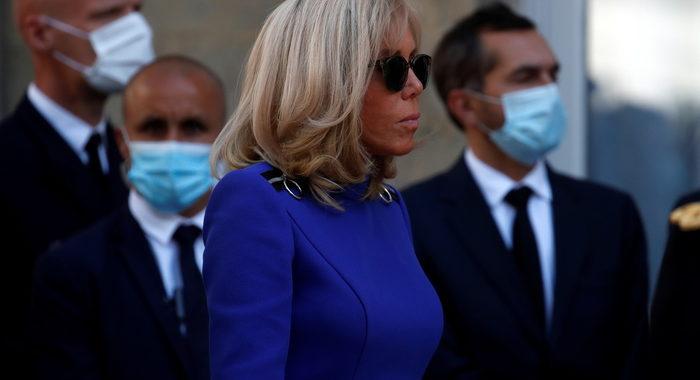 Brigitte Macron, tampone negativo, finito l'isolamento