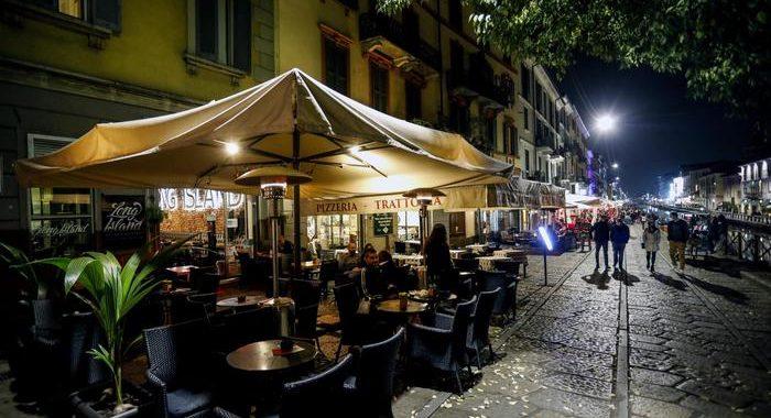 Covid: Lombardia, bar-ristoranti chiusi alle 24