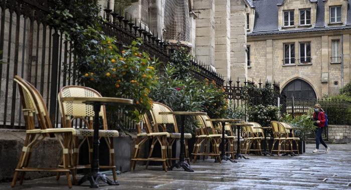 Covid: nuovo record in Francia, 32.427 nuovi casi
