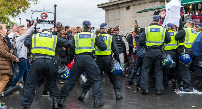 Covid: polizia Londra disperde protesta anti-lockdown