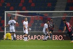 Doppietta di Barrow, il Bologna rimonta il Cagliari 3-2