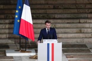 """Francia, Macron: """"Il professore Samuel Paty incarnava la libertà e la Repubblica"""""""