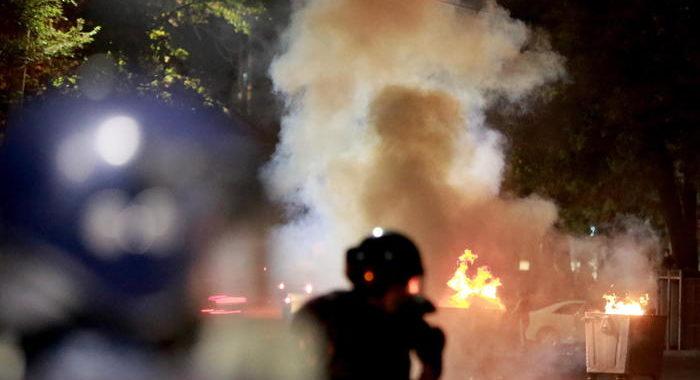 Kirghizistan: sono almeno 120 i feriti in scontri a Bishkek