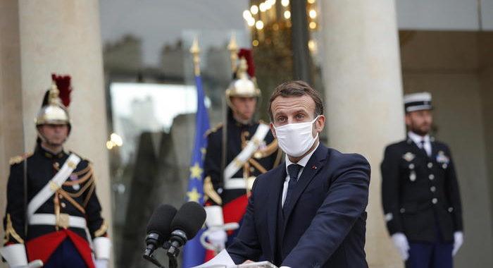 Macron annuncia lockdown in Francia da venerdì