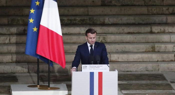 Macron, non rinunceremo alle caricature e ai disegni