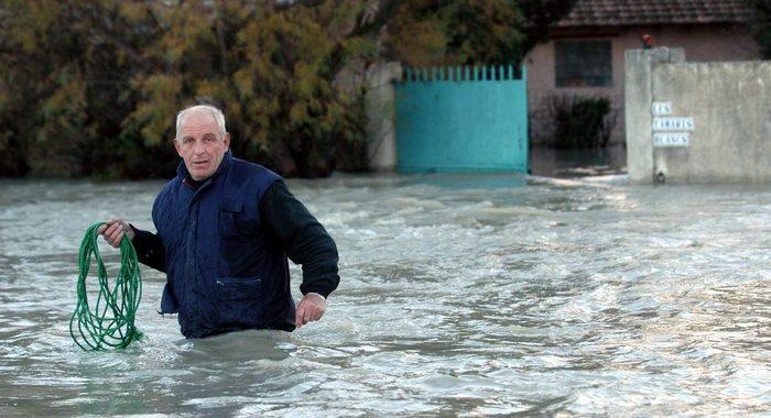 Maltempo: Francia, almeno 4 morti, uno annega in auto