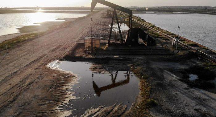 Petrolio: chiude in rialzo a Ny, ai massimi 7 settimane