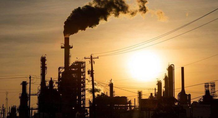 Petrolio: crolla a New York a 37,49 dollari