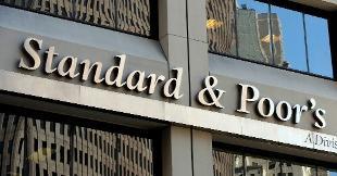 S&P conferma rating Italia ma migliora l'outlook
