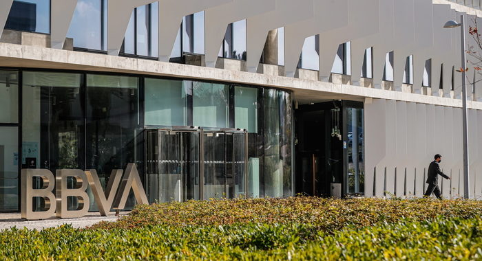 Banche, le spagnole Bbva e Sabadell trattano la fusione