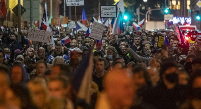 Covid: 2000 in corteo a Praga contro misure restrittive