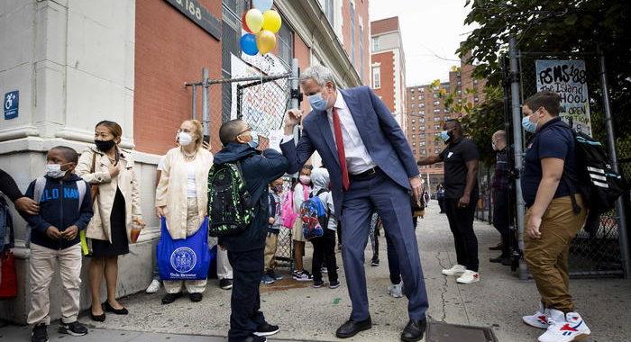 Covid, a New York da domani scuole chiuse