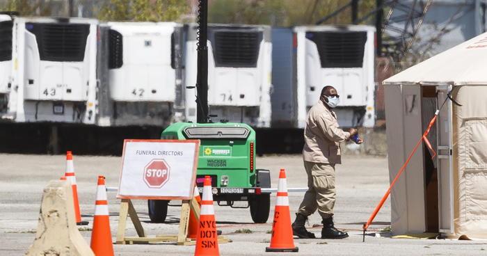 Covid: centinaia cadaveri in camion frigoriferi a Ny