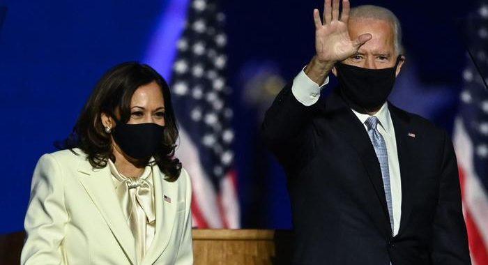 Covid: Kamala Harris, virus è ancora qui, mettete mascherine