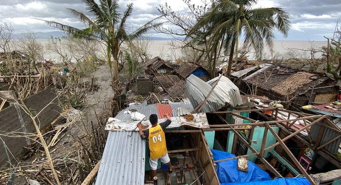 Filippine: almeno 10 morti per il tifone Goni