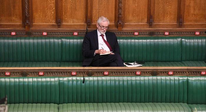 Gb: antisemitismo, Labour riammette Corbyn