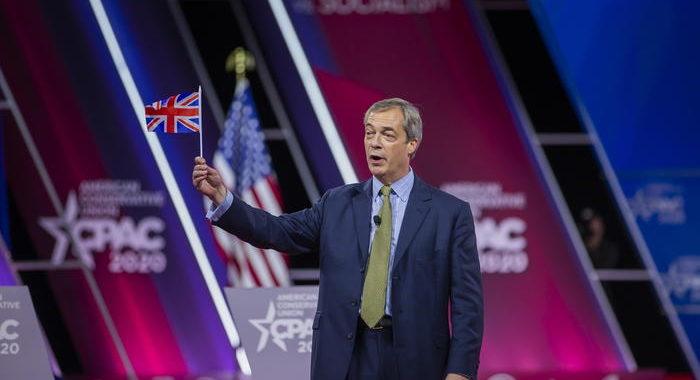 Gb: Farage rilancia il partito con protesta anti-lockdown