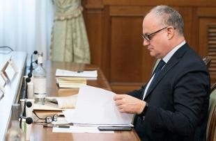 Gualtieri: positiva la disponibilità di Berlusconi a collaborare