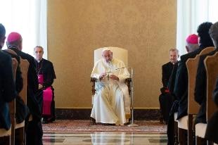 Il Papa ai nuovi cardinali: attenzione a non andare fuori strada