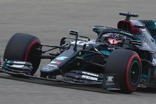 In Bahrain Hamilton ottiene la pole n.98. Ferrari fuori in Q2