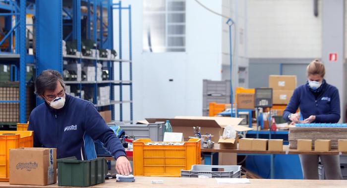 Mediobanca, Covid frena l'industria, -11% ricavi 2020