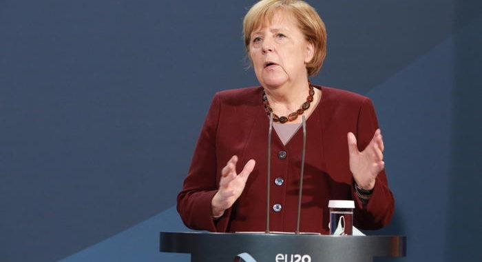 Merkel, per festività Natale ok a incontri 10 persone