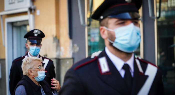 Napoli:cc, multe per coprifuoco violato ma anche persuasione
