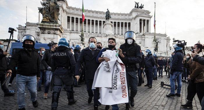 Protesta non autorizzata in centro Roma, alcuni fermi