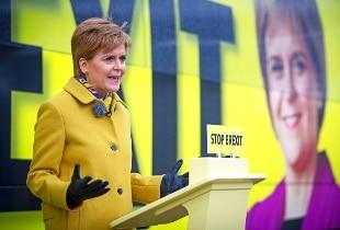 Scozia, Sturgeon chiede nuovo referendum su indipendenza