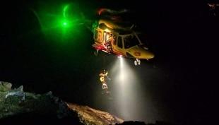 Trentino: si ribalta auto con 4 giovani a bordo, muore ragazza 15enne