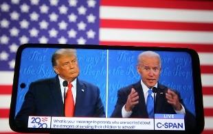 Usa, risultato in bilico: Biden recupera, Trump denuncia brogli