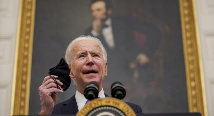 Biden, test e quarantena per chi vola in Usa