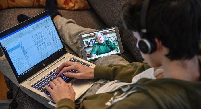 Con telecamera accesa in un meeting online più emissioni CO2