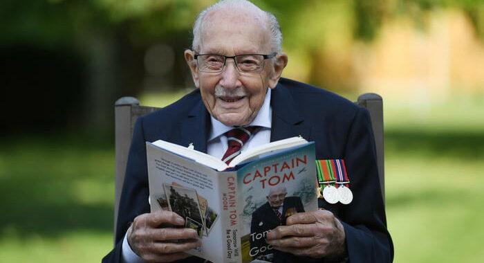 Covid: Gb, il veterano centenario Tom Moore è in ospedale