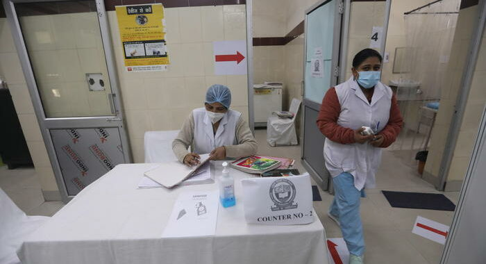 Covid: media, India approva il vaccino AstraZeneca