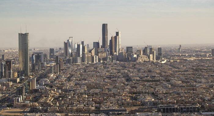 Paesi Golfo tolgono embargo al Qatar, domani firma accordo